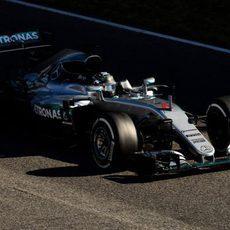 Nico Rosberg sale a pista con medios