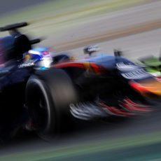 Max Verstappen vuela en el trazado de Montmeló