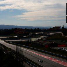 Valtteri Bottas se dirige a la primera curva de Montmeló