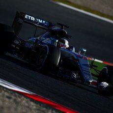 Lewis Hamilton rueda con su Mercedes