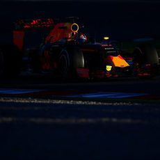 Daniil Kvyat rueda con los neumáticos medios