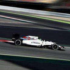 Felipe Massa rueda rápido en el tercer sector