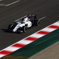 Felipe Massa a máxima velocidad por la recta de Montmeló