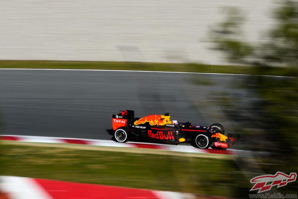 Daniel Ricciardo rueda rápido en el primer sector