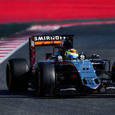 Sergio Pérez rueda con los neumáticos blandos