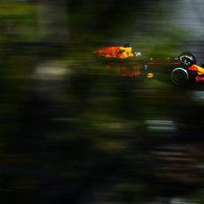 Daniel Ricciardo vuela en el trazado de Montmeló