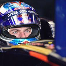 Max Verstappen dentro del Toro Rosso