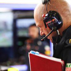 Adrian Newey en el garaje de Red Bull