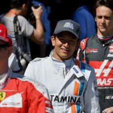 Ryo Haryanto disfruta del desfile de pilotos
