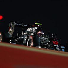 Jenson Button sorprende y acaba tercero en los Libres 2