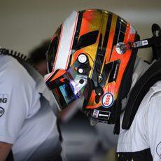 Stoffel Vandoorne con el casco puesto