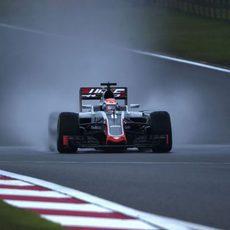 Romain Grosjean se enfrenta a difíciles condiciones de pista