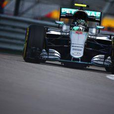 Nico Rosberg rueda con neumáticos blandos
