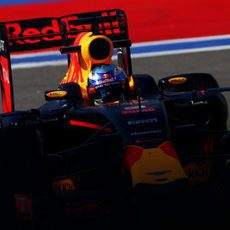 Daniel Ricciardo rueda con neumáticos blandos