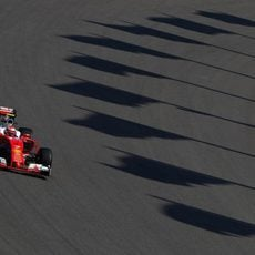 Kimi Räikkönen rueda con neumáticos 'option'