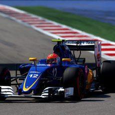 Felipe Nasr rueda con el neumático 'option'
