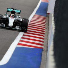 Lewis Hamilton no pudo rodar en Q3 por un nuevo problema de fiabilidad