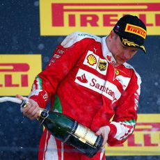 Champán en el podio para Kimi Räikkönen