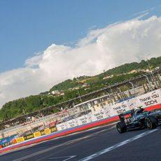 Nico Rosberg cruza la meta en Rusia