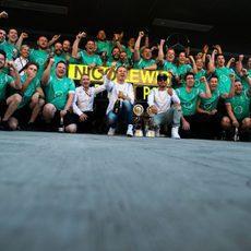 Alegría en todo el equipo Mercedes en Rusia