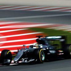 Lewis Hamilton exprime al máximo los blandos