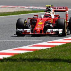 Kimi Räikkönen rueda con neumáticos 'option'