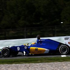 Marcus Ericsson rueda con neumáticos medios