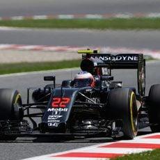 Jenson Button rueda con el neumático blando