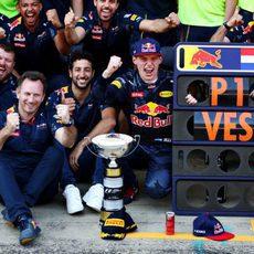 Red Bull celebra la victoria de Max Verstappen
