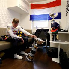 Max Verstappen observa su primer gran triunfo