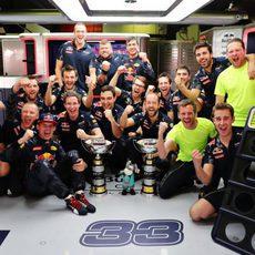 Celebraciones en el box de Red Bull en España