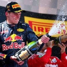 Max Verstappen descorcha el champán en su primer podio