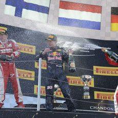 Fiesta en el podio de Barcelona