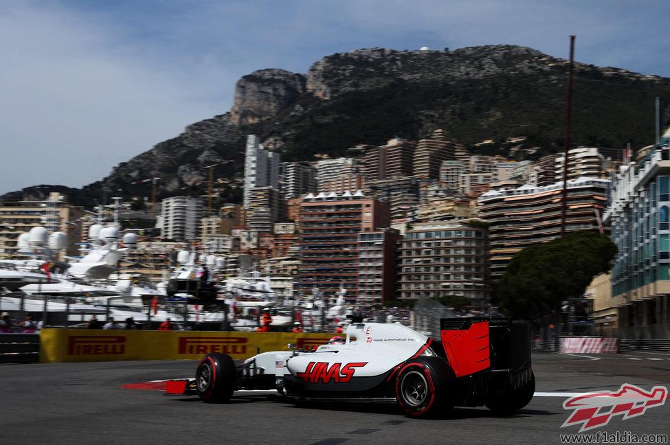 Romain Grosjean sigue el plan de Haas en Mónaco