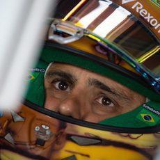Felipe Massa observa los tiempos en pantalla