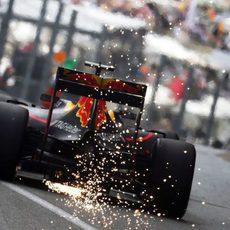 Chispas en el coche de Daniel Ricciardoq