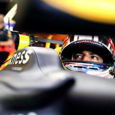 Daniel Ricciardo espera su momento para salir