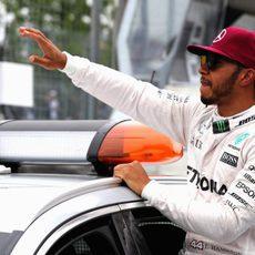 Alegría de Lewis Hamilton al firmar la pole