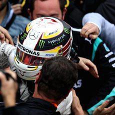 Gran acogida a Lewis Hamilton al acabar en Canadá