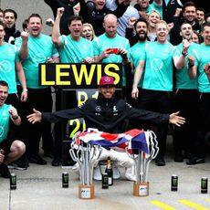 El equipo Mercedes celebra la victoria en Canadá