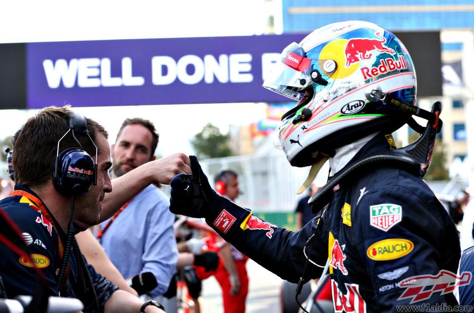 El 'ok' de Daniel Ricciardo en Azerbaiyán