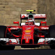 Flojo ritmo de Kimi Räikkönen en Azerbaiyán