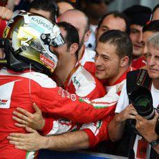 Sebastian Vettel recibe el apoyo de su equipo