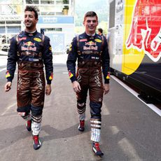 Daniel Ricciardo y Max Verstappen llegan al circuito