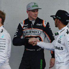 Lewis Hamiltons y Nico Hülkenberg se felicitan mutuamente