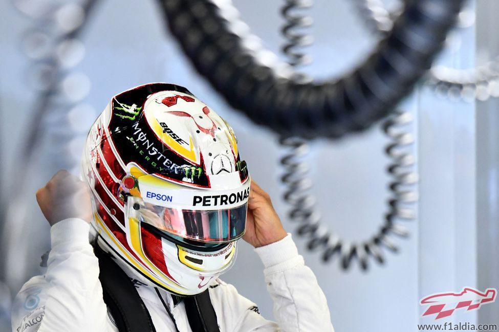 Lewis Hamilton no pierde tiempo para salir a pista