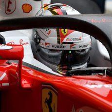 Sebastian Vettel prueba el halo de Ferrari en los entrenamientos