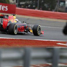 Max Verstappen también 'echa chispas' en la pista