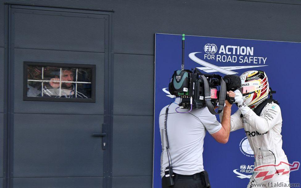 Lewis Hamilton acapara la cámara