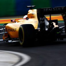 Kevin Magnussen afronta una curva en el Hungaroring